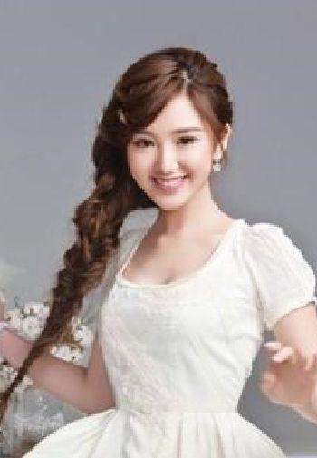 中国美女明星毛晓彤长发图片